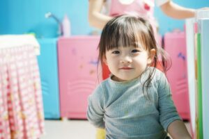 微笑む小さな女の子