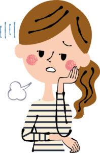 憂鬱な表情の女性保育士
