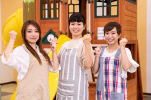 3人の笑顔の女性保育士