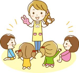 子どもと楽しく遊ぶ女性保育士