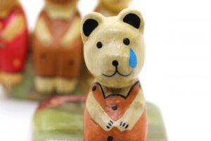 仲間外れの熊の人形